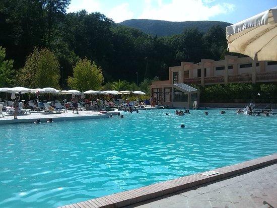 Ombrelloni e piscina foto di terme di sant 39 egidio terme - Suio terme piscine ...