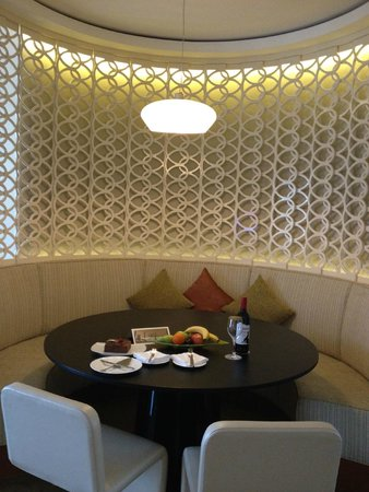 Jumeirah Emirates Towers: a comfort dining room