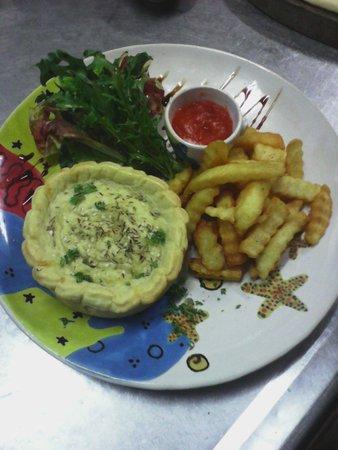 The Dining Room Restaurant, Bar & Pizzeria: AUSSIE CHICKEN PIE WITH FRENCH FRIES/MASH POTATO