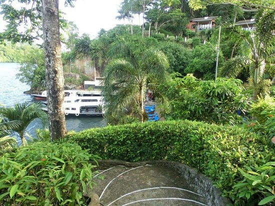 Lembeh Resort: View over dive boats from room path