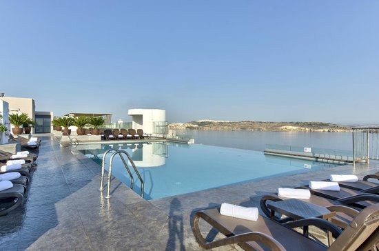 Rooftop Swimming Pool - Picture of db San Antonio Hotel + ...
