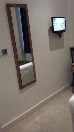 Avni Kensington Hotel: room