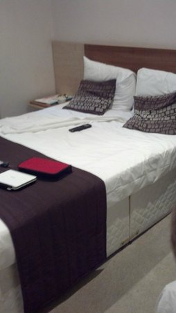 Avni Kensington Hotel: double bed