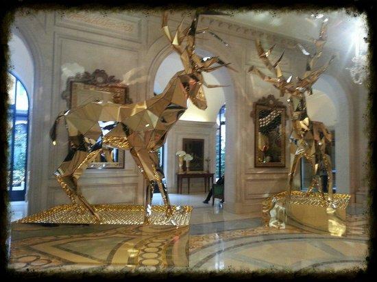 Noël 2013 une décoration féerique!   Picture of Four Seasons Hotel