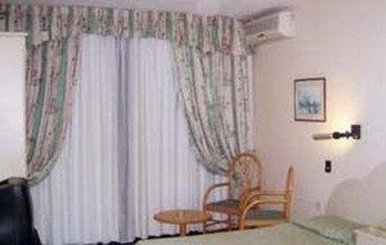 Relax Inn Hotel : Guest Room