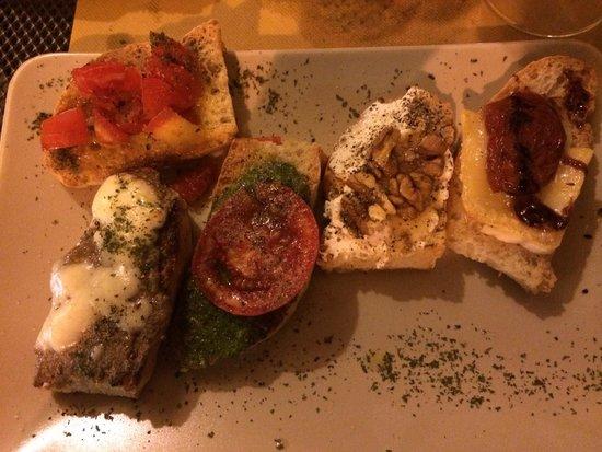 La Piccola Enoteca: Fantasia di Crostoni TOP