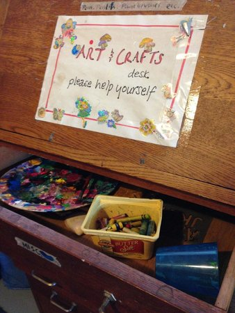 Raglan Backpackers and Waterfront Lodge: Free arts & crafts