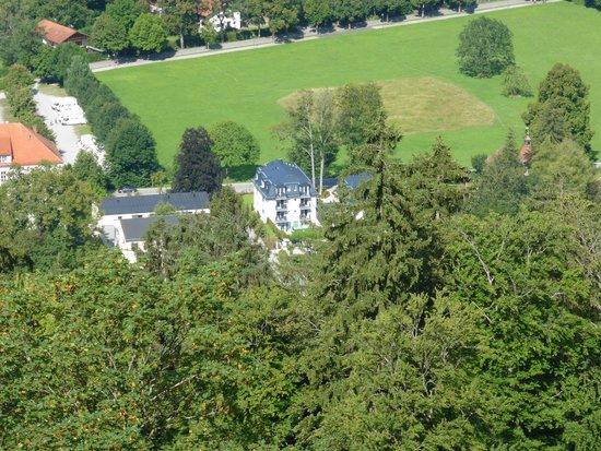 Hotel Villa Ludwig: Het hotel gefotografeerd vanuit kasteel Neuschwanstein