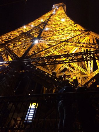 Tour Eiffel : Sparkling lights! At the hour from 9pm.