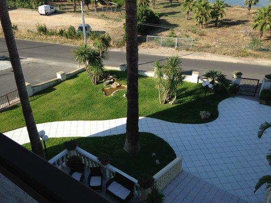 Hotel Mediterraneo : vista da balcone zona verde