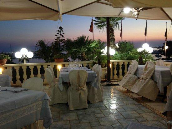 Hotel Mediterraneo : terrazza per la cena