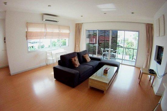 Studio 99 Serviced Apartments: Living room