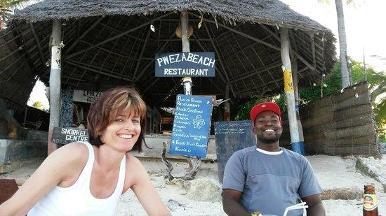 Karafuu Beach Resort and Spa: Strandbar