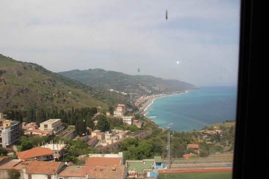 Taormina Walking Tour: Vista dalla funivia