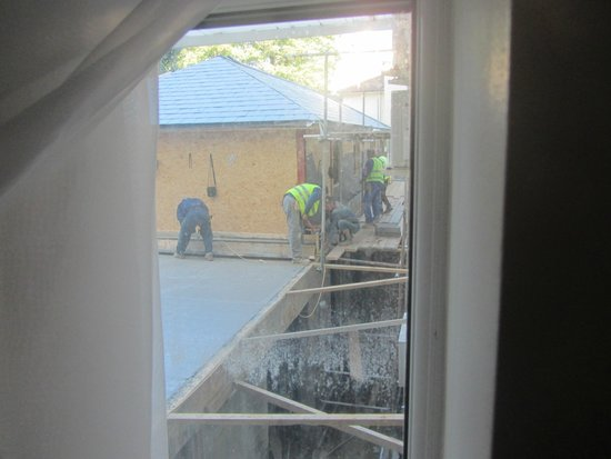 Euro Queens Hotel: Workmen outside our room
