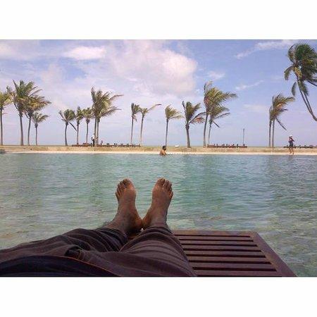 Anantaya Resort & Spa Chilaw: Beach Beds on the pool