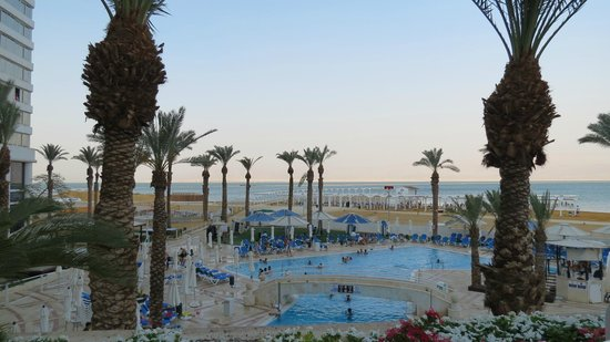 Crowne Plaza Dead Sea : view to the beach