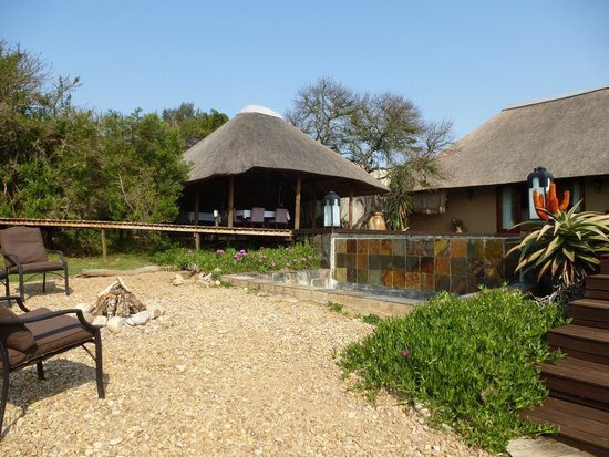 Bukela Game Lodge: Outdoor seating area