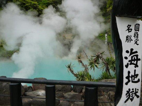 Hells of Beppu : エメラルドブルーの池(海地獄)