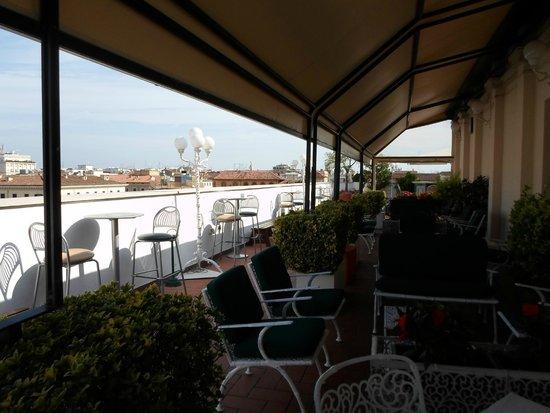 Mecenate Palace: Frühstück auf der idyllischen Dachterrasse