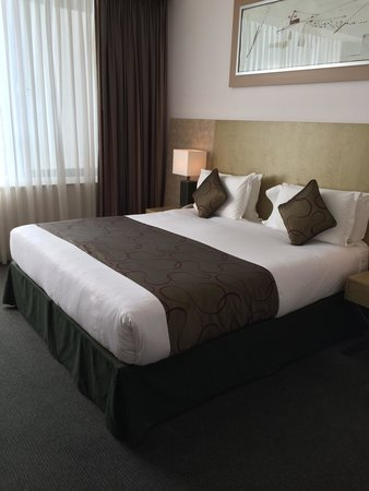 Park Plaza Cardiff: Comfy big bed