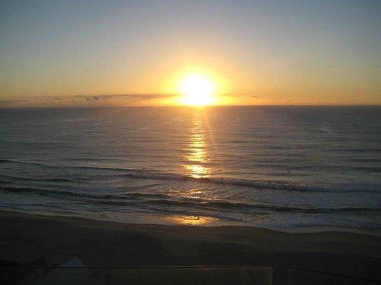 Sunbird Beach Resort Main Beach: Sunrise