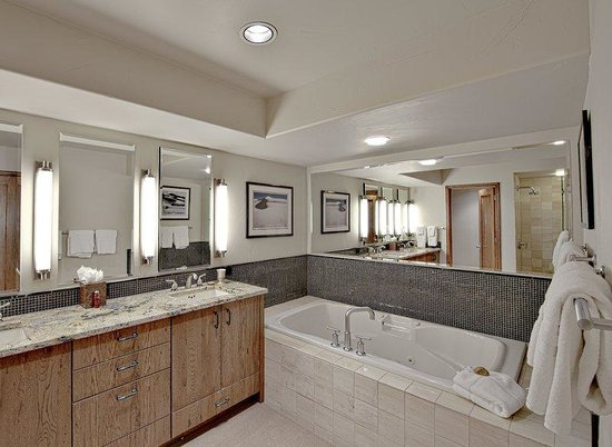 The Pines Lodge, A RockResort: Pines Condo Master Bathroom