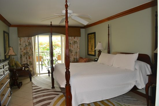 Sandals Regency La Toc: Comfortable room, huge bed!