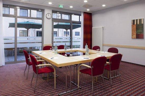 Holiday Inn Express Berlin City Centre: Meeting Room Fernschnell Zug FD80