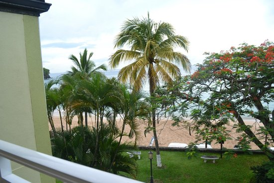 Sandals Regency La Toc Golf Resort and Spa : Great view of beach