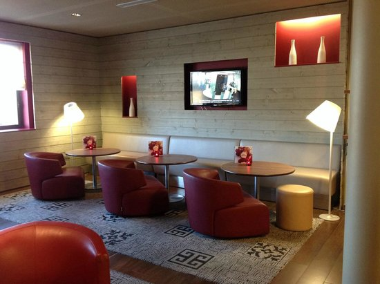 Campanile Carcassonne Est - La Cite : Le lounge