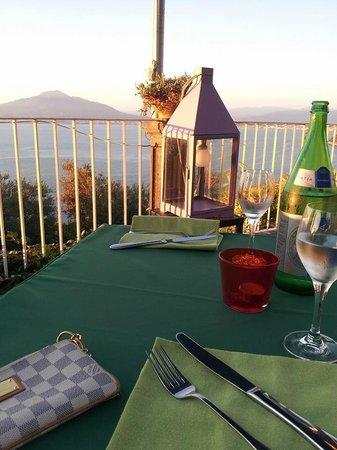 Hotel Torre Barbara: Cena in terrazza con vista