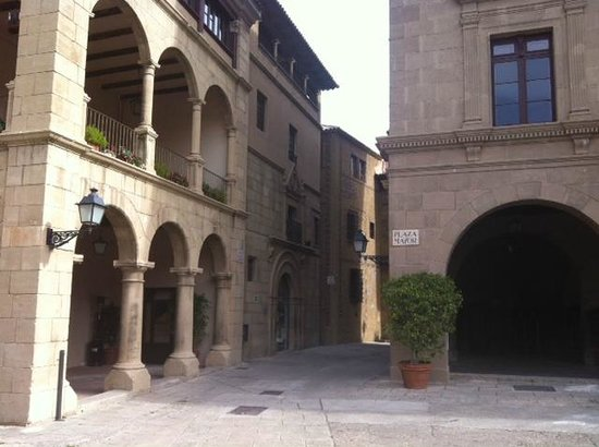 Poble Espanyol: Plaza Mayor