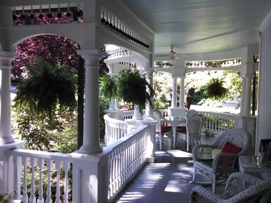 The 1899 Wright Inn and Carriage House: Wrap around Victorian porch