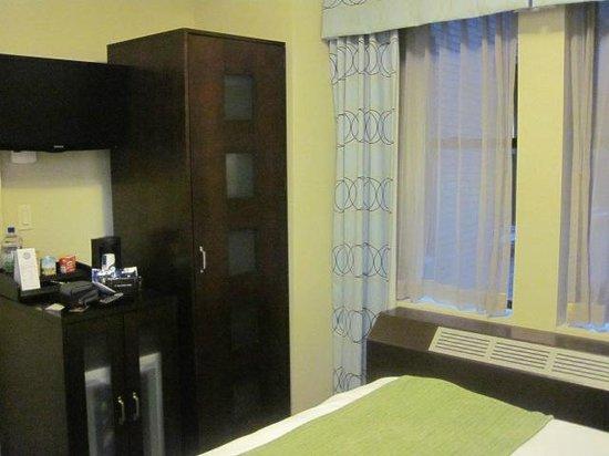Hotel Mela: Blick zum Fenster