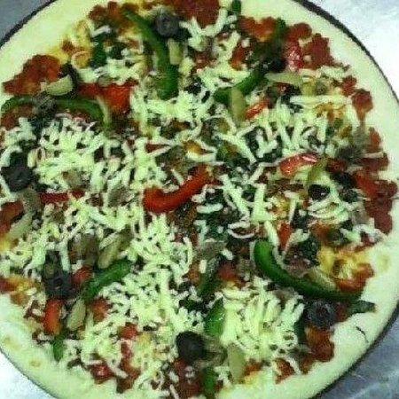 The Dining Room Restaurant, Bar & Pizzeria: NAPOLITANA PIZZA