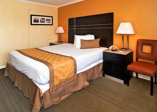 Rodeway Inn Boardwalk: room