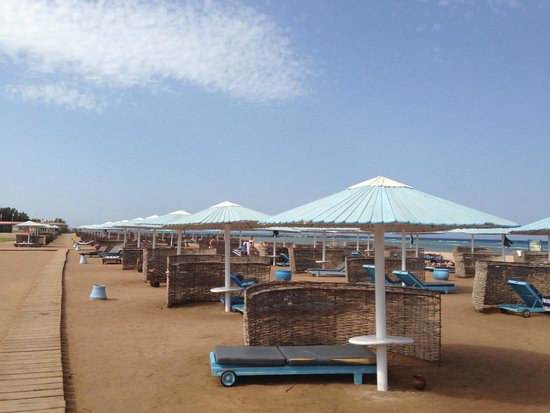 Sonesta Pharaoh Beach Resort Hurghada: Beach Sunbeds