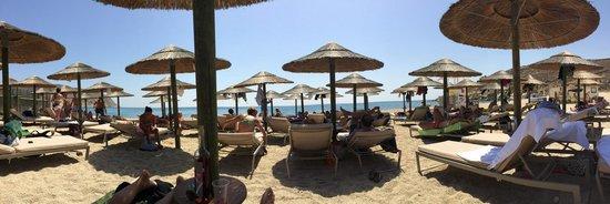 Agrari Beach: Rental beds area, 12 euros as august 2014