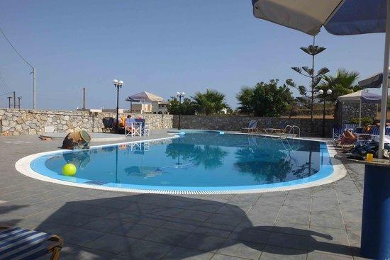 Pension Roussos: la piscine