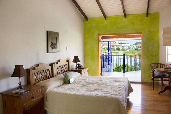 True Blue Bay Boutique Resort: Indigo Room