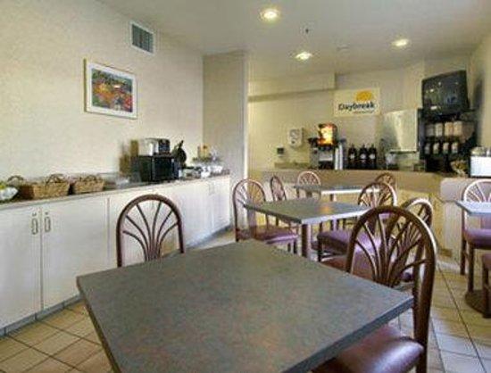 Days Inn Portland/Gresham: Breakfast Area