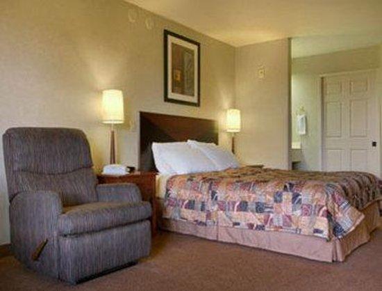 Days Inn Portland/Gresham: Business Queen Bed Room