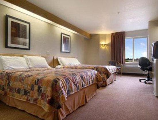 Days Inn Portland/Gresham: Standard Two Queen Bed Room