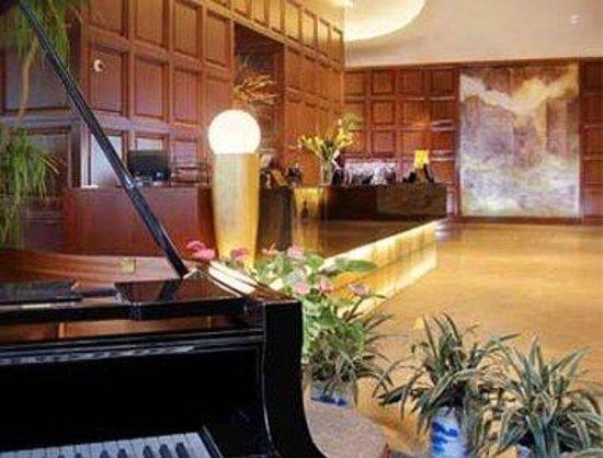 Ramada Plaza Gateway Shanghai: Reception Desk