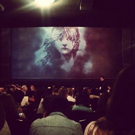 Les Miserables London : Les Miserables, The Queen's Theatre