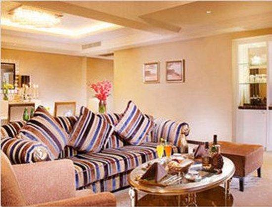 Ramada Plaza Gateway Shanghai: 1 King Bed Premium Suite