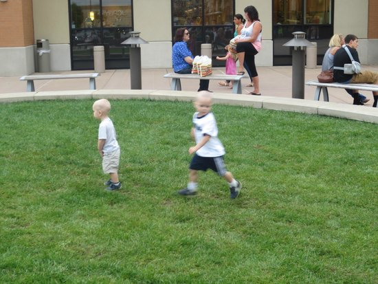 The Cheesecake Factory: Play arear outside the front door