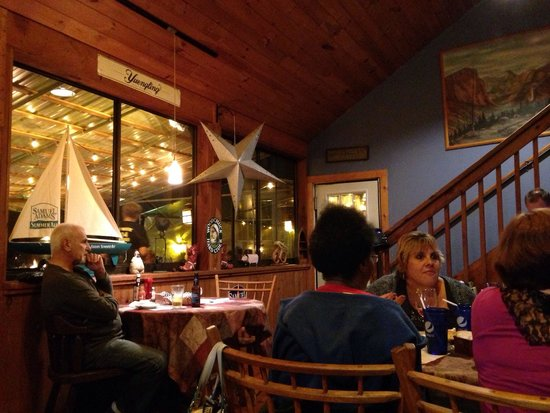 The Barnsider Smokehouse BBQ: dining room