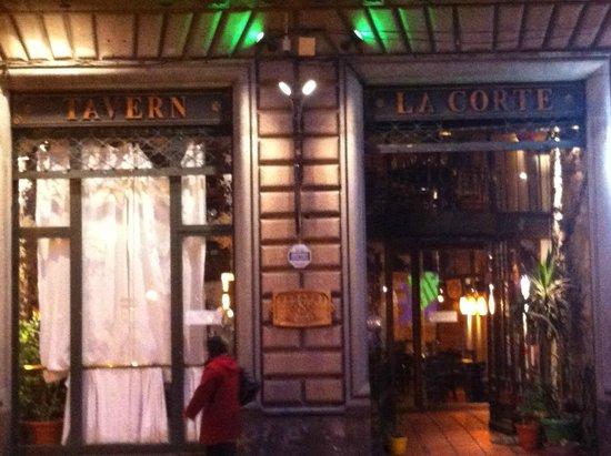 La Corte restaurante: Classico por fora e descolado por dentro.